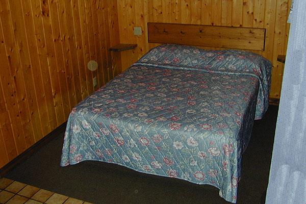 motel-bedroom2